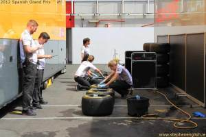 McLaren-cleaning-tyres-Barcelona-2012