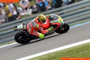 Valentino-Rossi-knee-down-Assen-MotoGP-Race-2012-(2)
